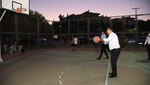Başkan Yılmaz , Gençlerle Basketbol Oynadı