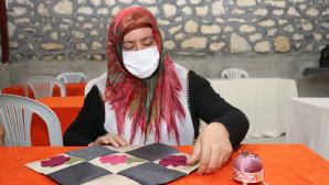 Arslanköylü Kadınlar Tarihi Halkevi'nde Meslek Öğreniyor