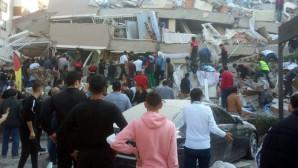 İzmir'de Zamana Karşı Yarış! Kurtarma Ekipleri Ve Vatandaşlar Enkazda Çalışıyor