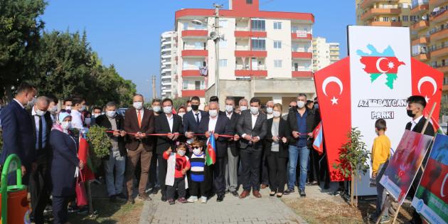 Azerbaycan'a Anıt Heykel Yaptı, Gözyaşlarını Tutamadı