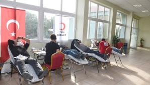 Tarsus'ta Belediye Çalışanları Ve Vatandaşlardan Kan Bağışı Kampanyasına Destek