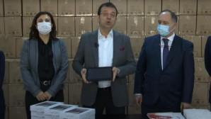 İBB Başkanı İmamoğlu, 40 bin öğrenciye tablet dağıtımına başladı