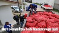 Mezitli Belediyesi İhtiyaç Sahibi Vatandaşlara Soğan Dağıttı