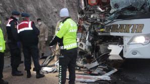 Şanlıurfa'da Yolcu Otobüsü Tıra Arkadan Çarptı: 3 Ölü 30 Yaralı