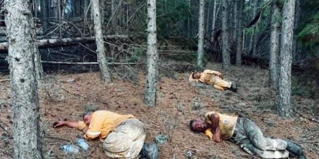 Hakları asla ödenmez! Orman işçileri yangını söndürdükleri bölgede toprak üstünde uyudu