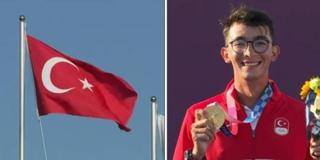 Ülken seninle gurur duyuyor Mete! İstiklal Marşımızı tüm dünya işte böyle dinledi