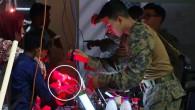 Kabil'den tahliye edilen kişilere ABD askerleri barkodlu bileklik taktı