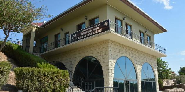 Büyükşehir'den Altaylılar Mahallesi Ötüken Vadi Parkı'na Okuma Salonu