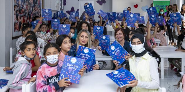 'İlham Veren Adımlar' Kitabı Mersin'de Yüzlerce Çocuğa Ulaştı
